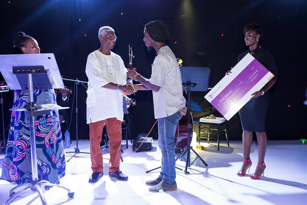 Bright Ackwerh receiving his Kuenyehia Prize via Blaxstarlines
