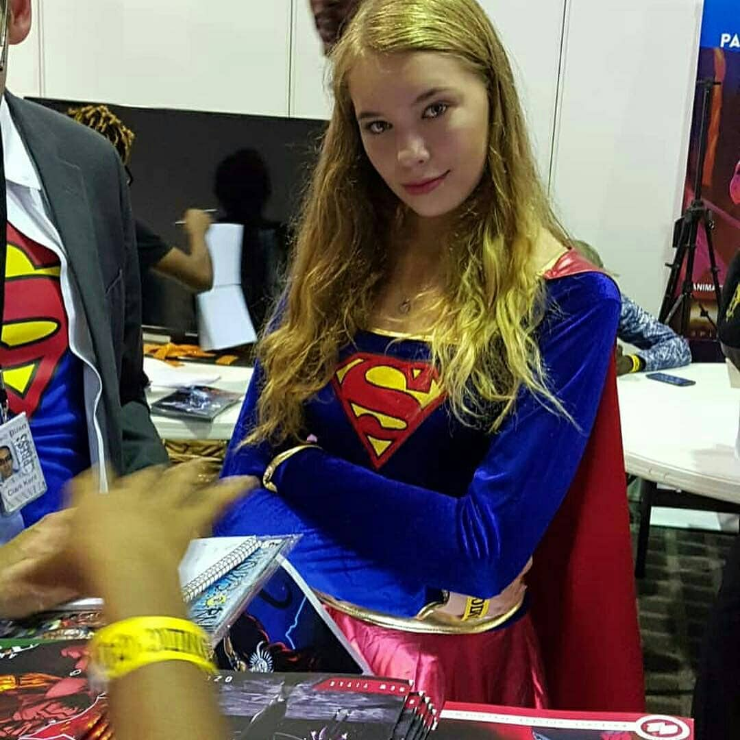 Supergirl cosplay at Lagos Comic Con 2018
